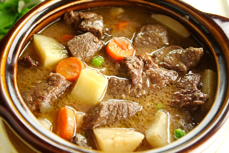 Slow Cooker Thick & Chunky Beef Stew #beef #dinner