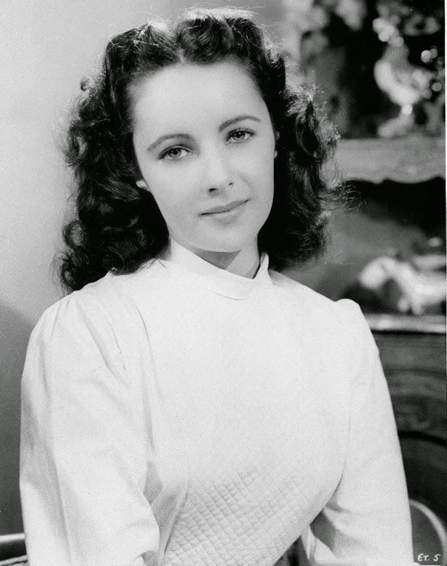 40 Beautiful Black and White Photographs of Elizabeth ...
