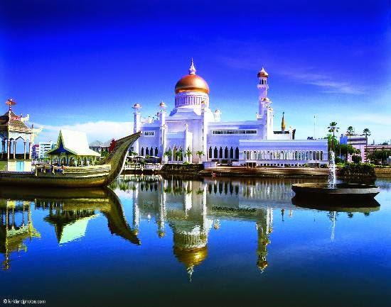 brunei darussalam terkenal sebagai salah satu negara islam yang kaya raya bahkan pendidikan di tersebut digratiskan mulai dari jenjang sekolah