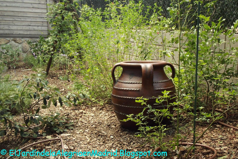 El jard n de la alegr a c mo envejecer una tinaja de for Tinajas de barro para jardin