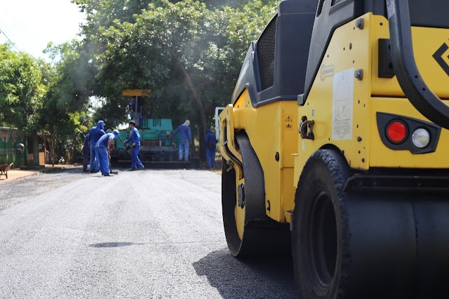 Serviços de pavimentação asfáltica chegam ao bairro Cidade Nova