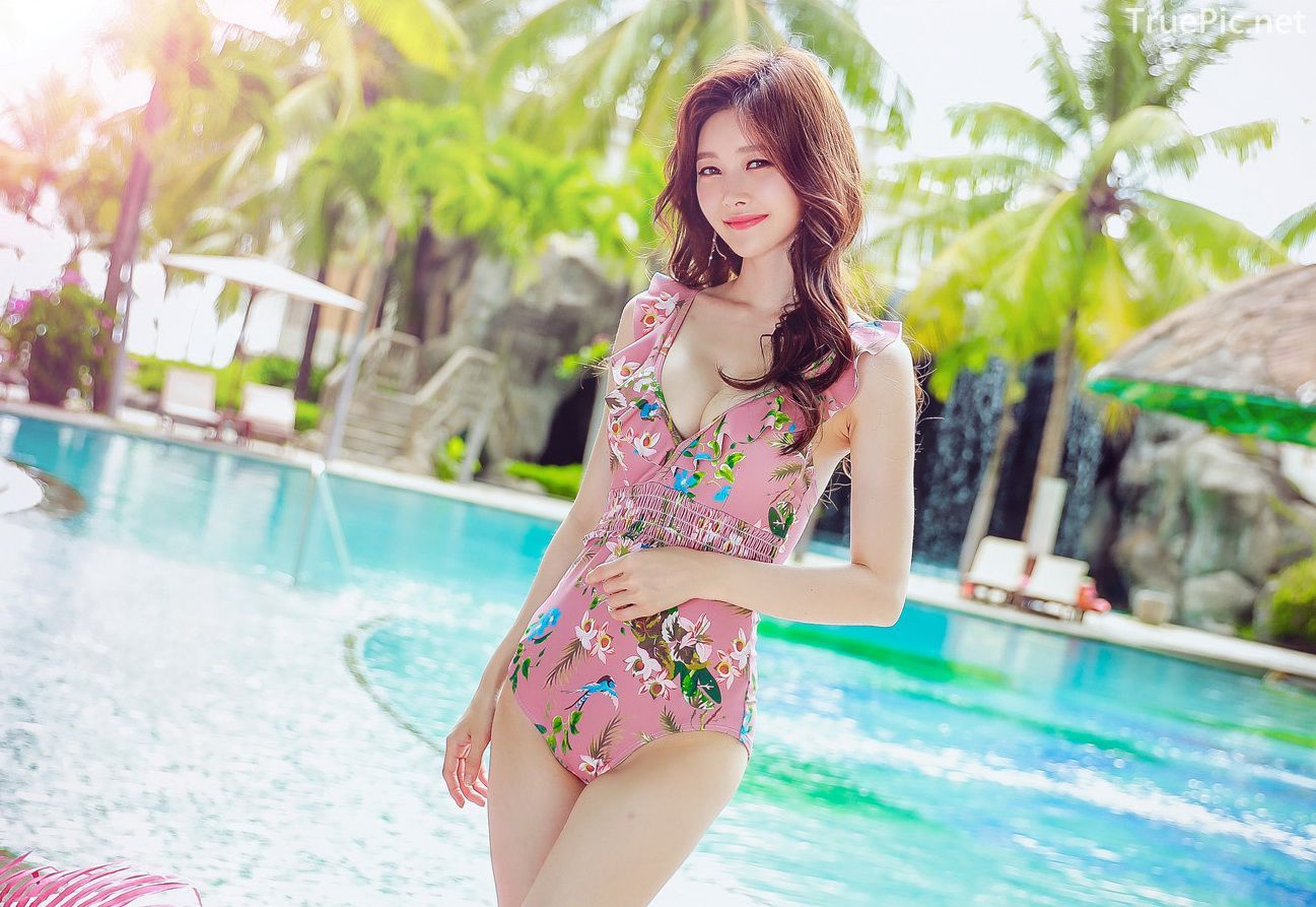 Korean lingerie queen model - Kim Hee Jeong - Floral Pink Swimsuit - Picture 5