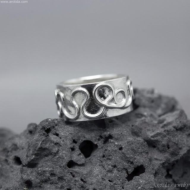 https://www.arctida.com/en/home/154-celtic-ring-argentium-sterling-silver-wide-ring-band.html