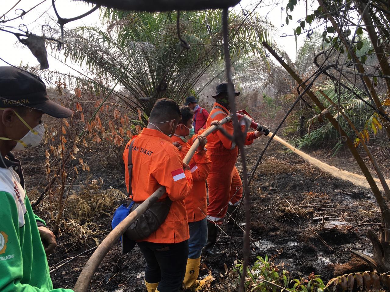 Rumah Zakat Bantu Padamkan Kebakaran Hutan dan Lahan