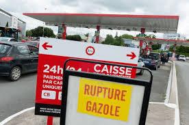 100% des raffineries Françaises en grève.