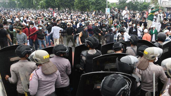 Ternyata Ini Pemicu Bentrok Aparat Kepolisian dengan Pendukung Habib Rizieq