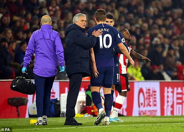 Tottenham 'mất cả chì lẫn chài' trong ngày đầu năm