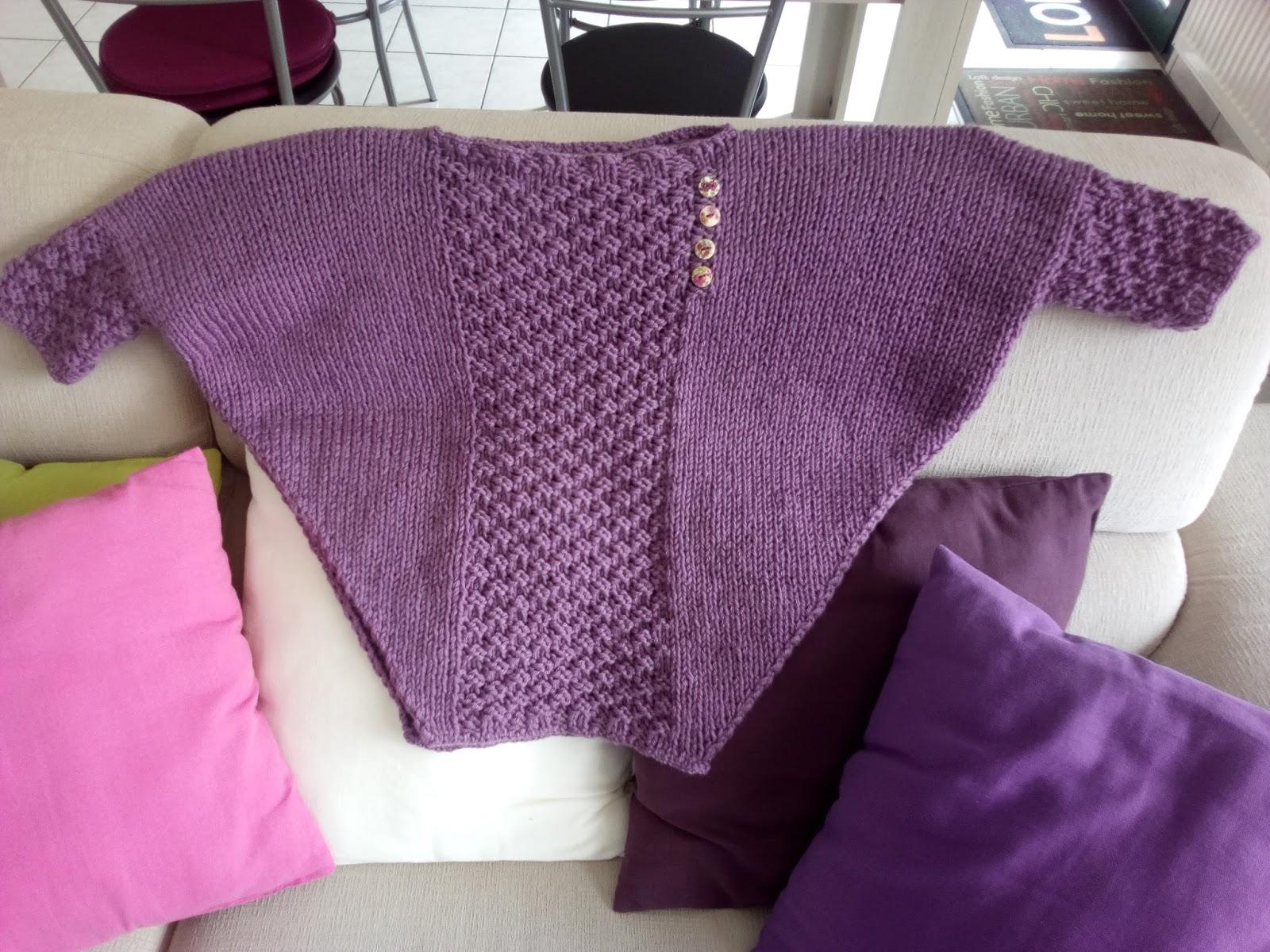 couture loisir un pull poncho pour jeune fille. Black Bedroom Furniture Sets. Home Design Ideas
