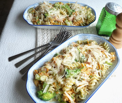 Pasta with Bacon, Broccoli, Leeks, & Cream