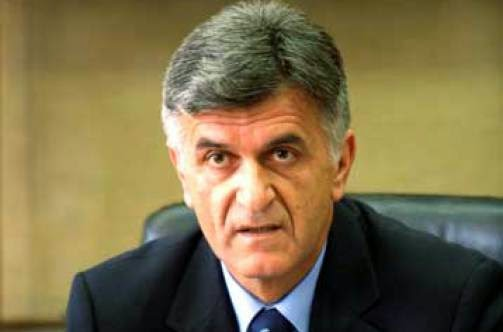 Πετσάλνικος: «Αν ο Παπανδρέου είχε κάνει ντιλ με τα συμφέροντα, θα είχε παραμείνει Πρωθυπουργός»