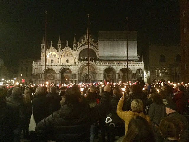 Candlelight vigil for Valeria Solesin in Piazza San Marco - November 18, 2015 - Photo: Cat Bauer Venice Blog