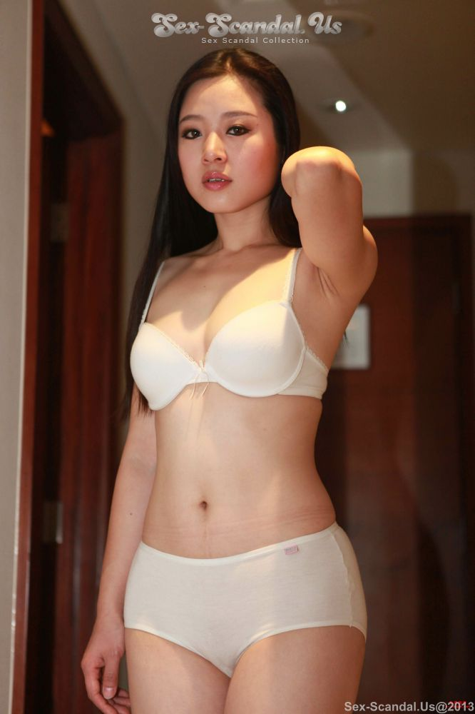 Super Hot and Natural Beautiful Chinese Model