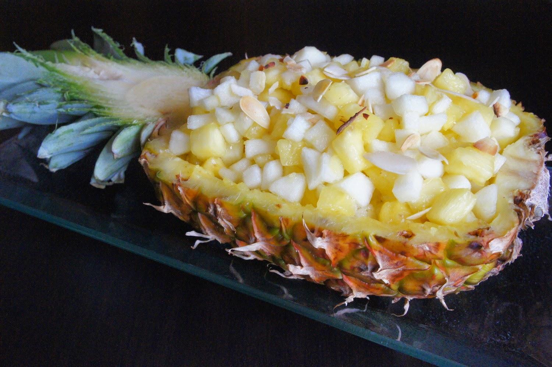 salade de fruits dans son ananas. Black Bedroom Furniture Sets. Home Design Ideas