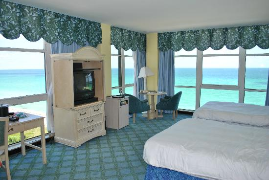Discover an invigorating blend of warm Florida sun and South Beach cool at the time-honored Miami Beach resort.