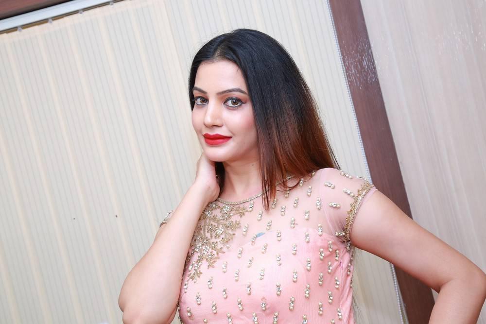 Diksha Panth Stills At Studio 11 Spa and Salon Launch In Pink Dress