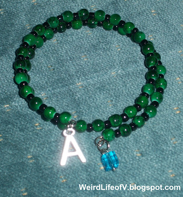 DIY: Marvel's Incredible Hulk inspired beaded memory wire bracelet