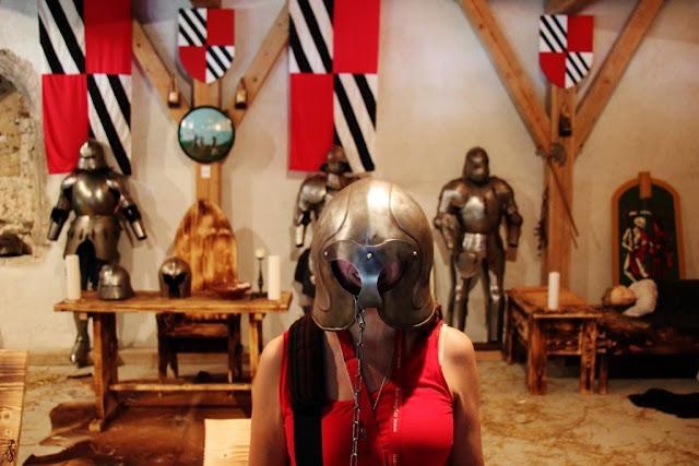 Ruang Armor Kastil Predjama di Slovenia