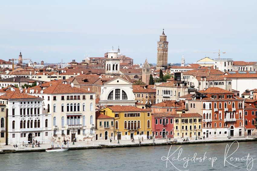 Skyline Rooftop Bar w hotelu Hilton — jeden z piękniejszych punktów widokowych Wenecji