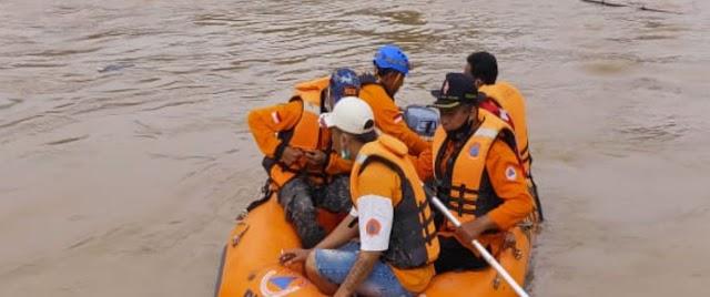 Warga Nalumsari Terseret Arus Banjir, Tanah Longsor di Dukuh Kambangan