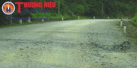 """Hà Tĩnh: Xe quá khổ """"tung hoành ngang dọc"""" trên Quốc lộ 15"""