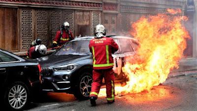 Cara Mengatasi Kebakaran di dalam mobil