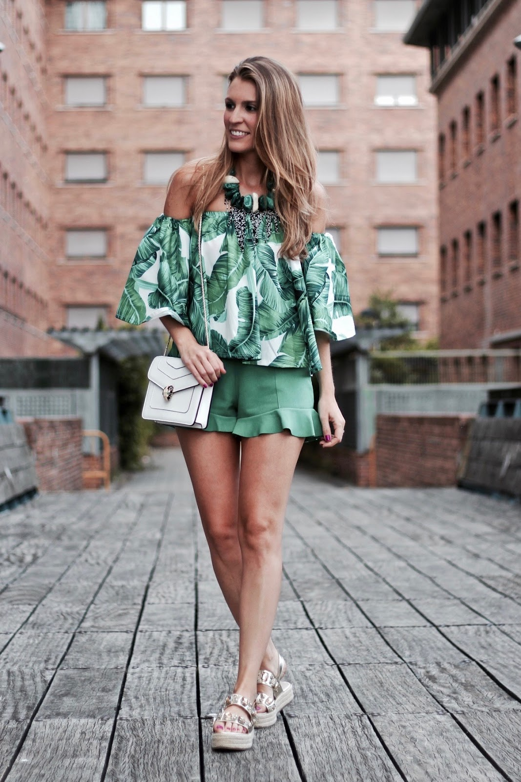 blusa estampado tropical