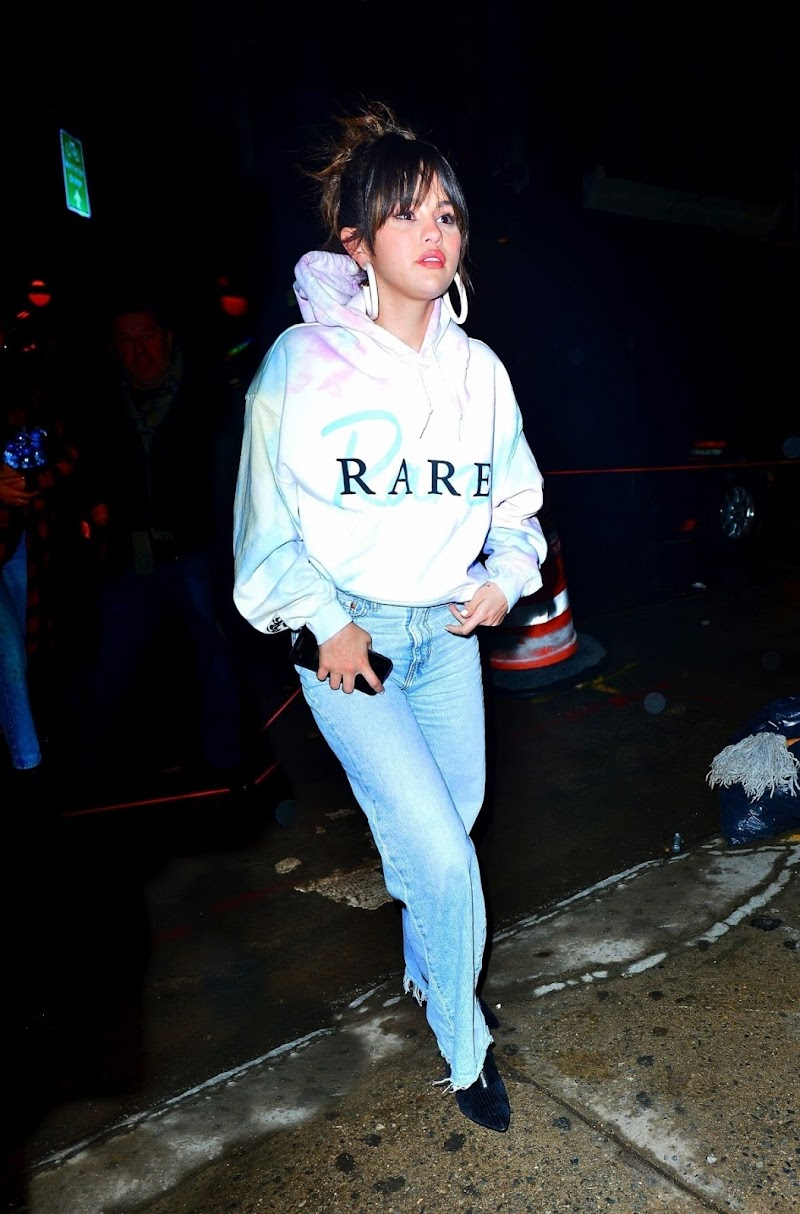 Selena Gomez Arrives at Bang Bang Tattoo Parlor in New York 14 Jan-2020