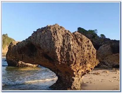 Lokasi Pantai Watu Leter Malang