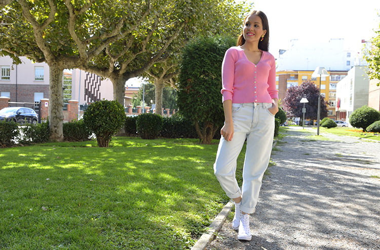 autumn_look_converse_all_stars_pink_jacket_mom_jeans_trends_gallery_blogger_outfit