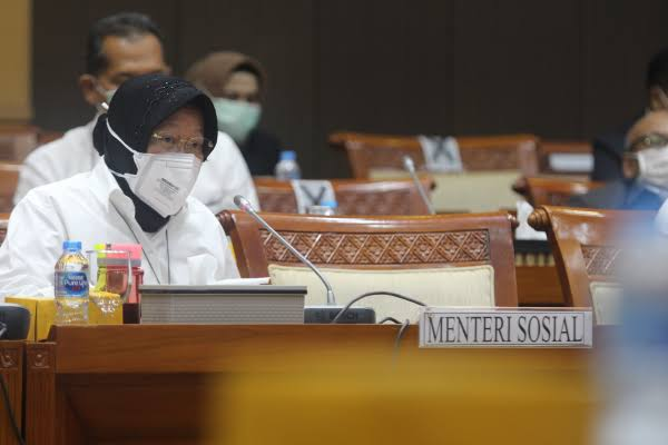 Risma di Raker DPR: Saya Berani Disumpah dengan Quran, Tak Pernah Niat Blusukan