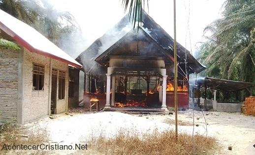 Destruyen iglesias en Myanmar