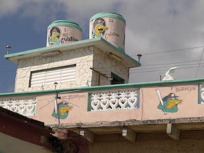 Kuba, Matanzas, Haus bemalt mit dem Emblem der Cocodrilos, ein grinsendes Krokodiel mit Baseballkappe und Baseballschläger