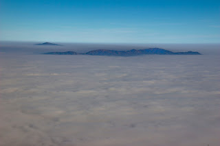 Cumbres Sobresaliendo de un Mar de Nubes en Madrid