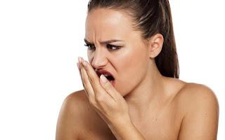 Cổ họng có đờm mùi hôi là triệu chứng của bệnh gì?