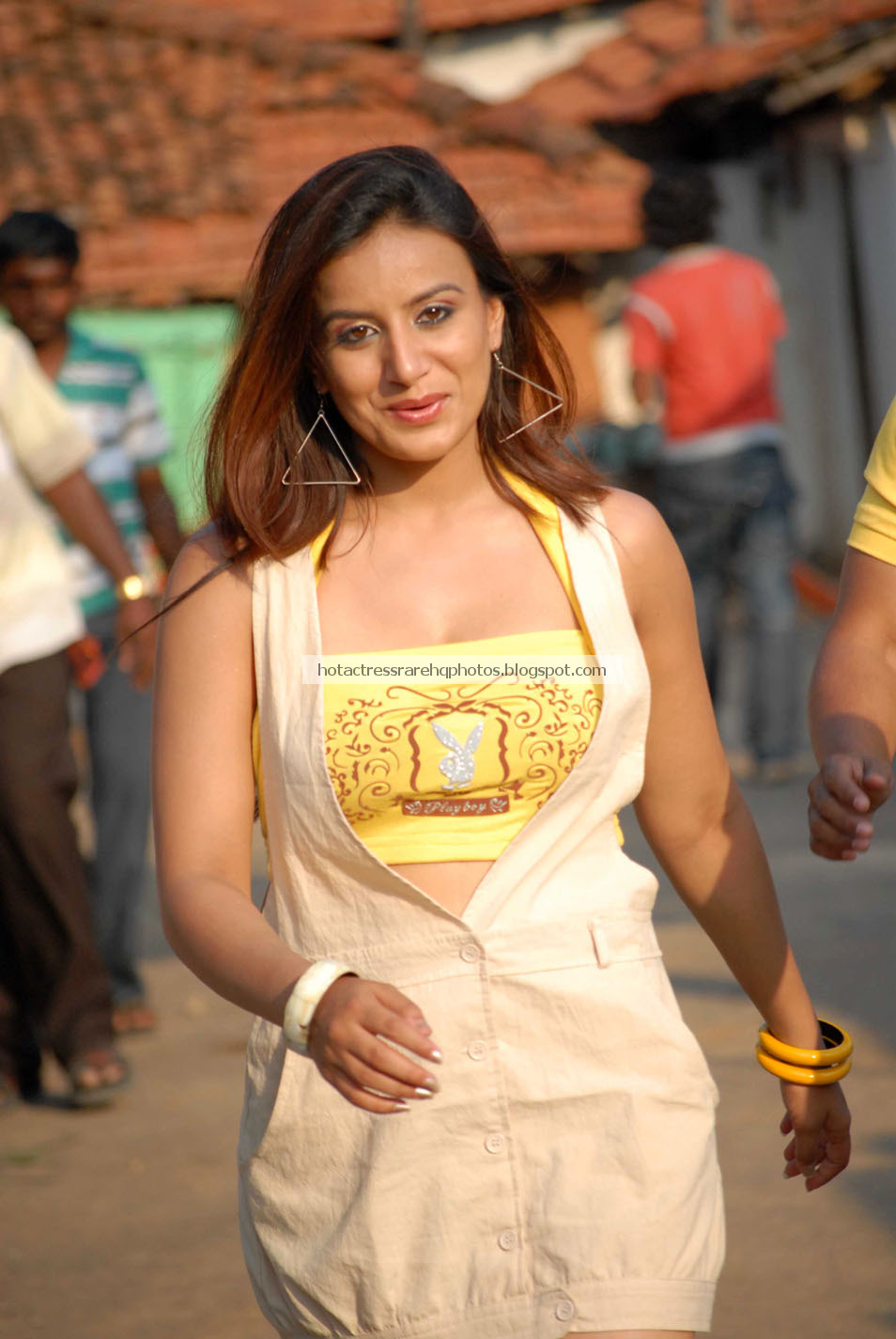 Hot mallu actress iniya deep navel dance - 2 2