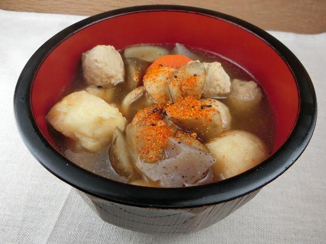 7つの食材たっぷり入ったちゃんこ風鶏団子鍋のレシピ