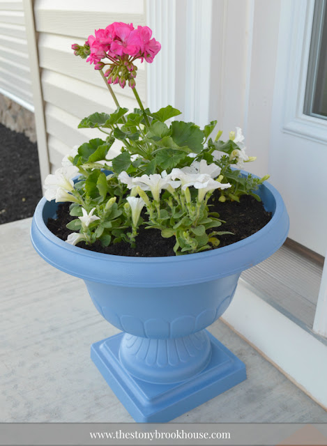 Pretty blue flower pot