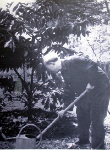 Năm 1957, Người về thăm quê lần đầu, tỉnh nhà làm cơm chiêu đãi