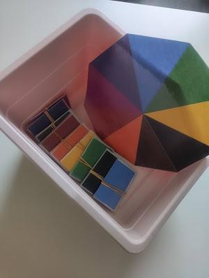 apprendre les couleurs montessori