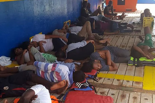 Την κράτηση των μεταναστών σε πλοία προτείνουν οι υπουργοί Εσωτερικών Αυστρίας και Ιταλίας