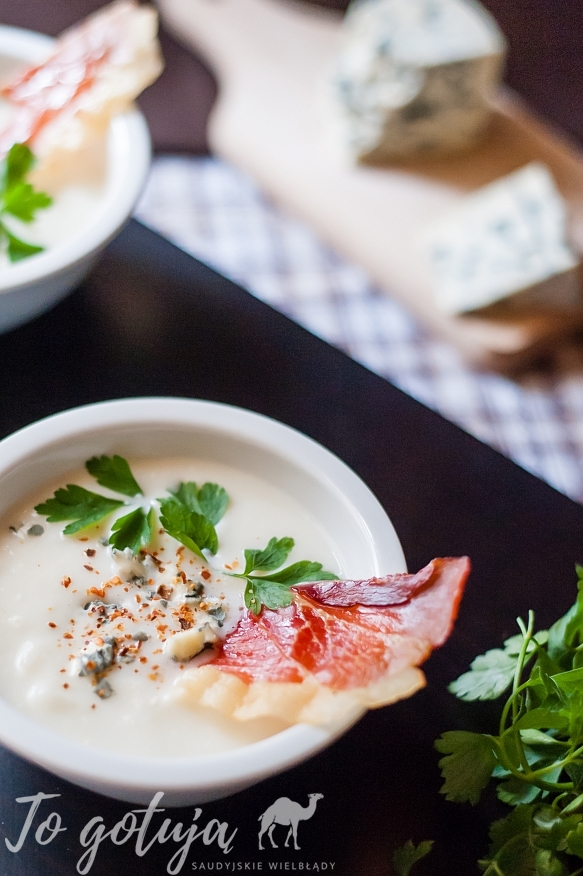 Zupa krem z kalafiora z serem pleśniowym