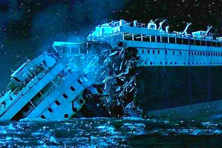 269 metrelik Titanik batarken iki ayrı parçaya bölündü. Bu da arama işini iki kat karmaşık bir hale getirdi.