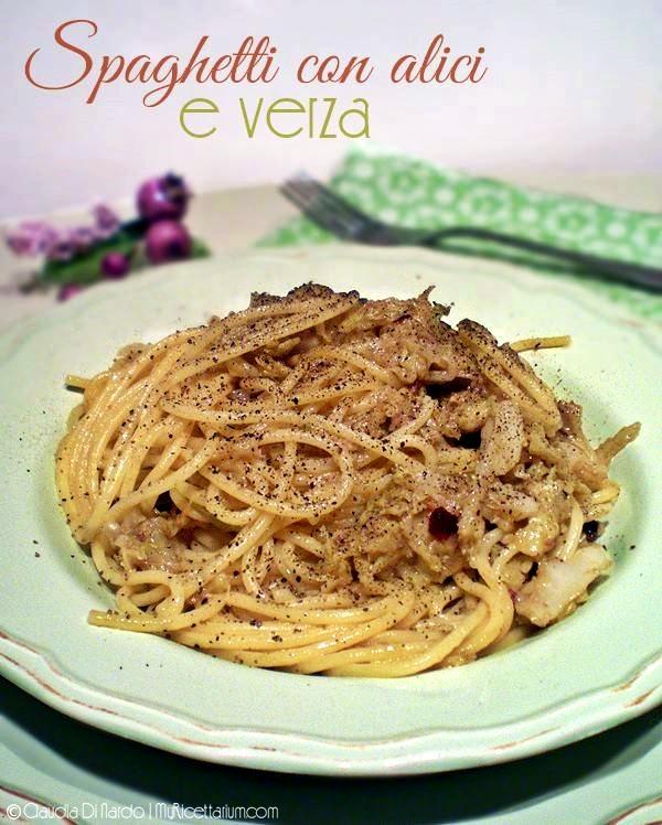 Spaghetti con alici e verza