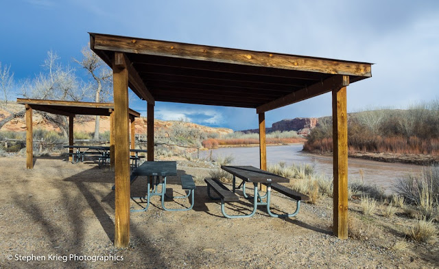 Picnic area overlooking the San Juan River, Sand Island Recreation Area, Utah.