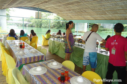 A long buffet table is situated in the middle of the vessel while the dining tables surround it.