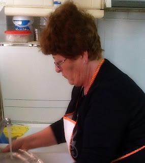 Πλύσιμο πιάτων στο χέρι - Σωστή στάση, γράφει η Μαρία Θεοδοσίου
