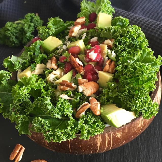 Fruchtiger Kokosnuss-Grünkohlsalat, Rezept glutenfrei & vegan, Tropicai, Minimalismus: Zubereitung einfach + schnell, Healthy Food Style, Blog, Rezeptinspirationen für jeden Tag, gesund und lecker, Rezeptideen, schnelle Rezepte, entdecken, leicht