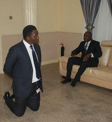 Zenith Bank officials kneeling down to beg Gov Fayose today
