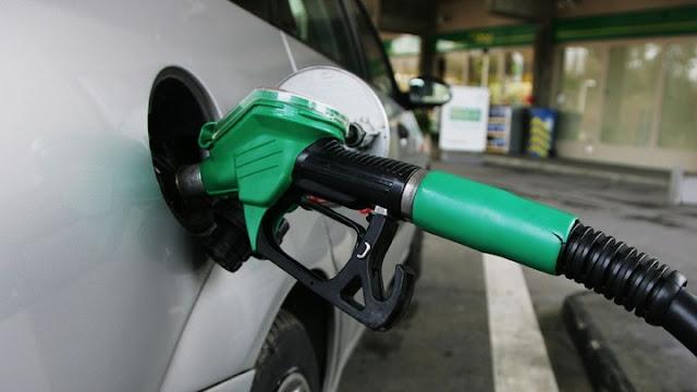 """Οι υψηλοί φόροι βάζουν """"φωτιά"""" στα καύσιμα"""