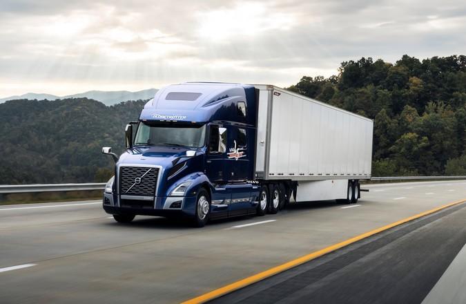 Volvo Trucks celebra 25 anos de história da linha VNL na América do Norte